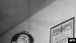 """Мария Каллас Миландагы """"Ла Скала"""" театрынын кичи залында, 26-декабрь, 1955-жыл"""