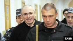 """Михаил Ходорковский объяснил судье Басманного суда, зачем существовали дочерние компании """"ЮКОСа"""" и чем занимались их руководители"""