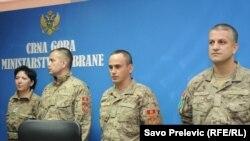 Pripadnici prvog kontingenta crnogorske misije u Avganistanu na konferenciji za novinare u Podgorici, 3. septembar 2010