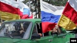 Отсутствие ответственного политического класса в Южной Осетии в значительной степени связно с той селекционной работой, которую долгие годы в республике проводили московские чиновники, курировавшие югоосетинское направление