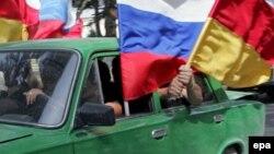 Многие молодые специалисты, получив образование, не находят применения в республике и вынужденно выезжают за ее пределы. В дальнейшем они создают семьи и оседают за пределами Южной Осетии