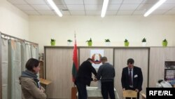 Belarus - Presidential election. Early voting at polling station 15,20, Minsk, 8Okt2015