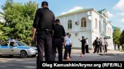 Обшук у будівлі Меджлісу в Сімферополі