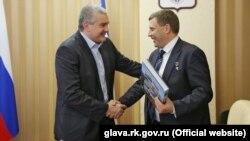 Сергей Аксенов (л) и Александр Захарченко в Симферополе