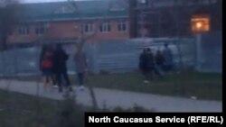 Кадр из видео избиения школьницы в Буденовске