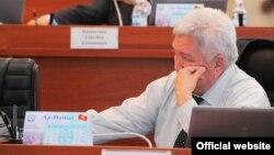 """""""Ар-намыс"""" фракциясынын лидери Феликс Кулов."""