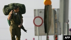 یک سرباز اسرائیلی در مرز اسرائیل و غزه