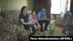 Шалдай мектебінде жұмыс істейтін Таңатаровтар отбасы. Павлодар облысы, 10 маусым 2016 жыл.