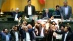 علی لاریجانی خطاب به محسن کوهکن، نماینده لنجان، گفت: «مراقب باشید مجلس را آتش نزنید»