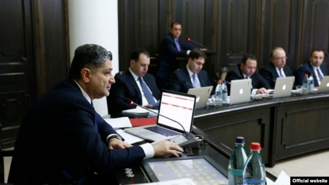 Armenia -- Prime Minister Tigran Sarkisian chairs a cabinet meeting in Yerevan, 26Dec2013