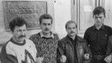Добровольцы во время охраны здания Союза писателей РСФСР, 1991 год