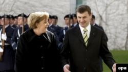 Европа предпочла не комментировать российско-эстонский конфликт по существу, сосредоточившись на его дипломатической стороне. Ангела Меркель принимает эстонского коллегу Андруса Ансипа в апреле 2006