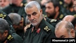 Кассем Сулеймани (в центре), Тегеран, 18 сентября, 2016