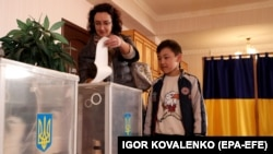 Інспектори Державної служби України з надзвичайних ситуацій проводять перед другим туром додаткові інструктажі із головами виборчих дільниць