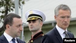ՆԱՏՕ-ի գլխավոր քարտուղարը Յենս Ստոլտենբերգ (աջից) և Վրաստանի վարչապետ Իրակլի Ղարիբաշվիլի, Թբիլիսի, 27-ը օգոստոսի, 2015թ․