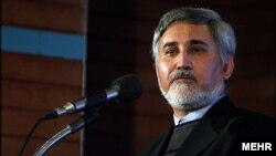محمدرضا خاتمی میگوید اگر دولت امنیت حامیانش را فراهم کند٬ «جریان حمایتها مثل سیل سرازیر خواهد شد».