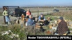 В последние годы участились случаи, когда местных жителей задерживали во время сельскохозяйственных работ