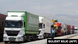 چند دستگاه کامیون در مرز ایران و ترکیه