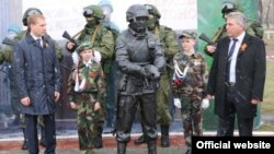 """The unveiling of the """"polite people"""" monument in Belogorsk on May 6."""