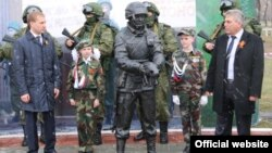 """A monument to Russia's """"polite people"""" is opened in Belogorsk."""