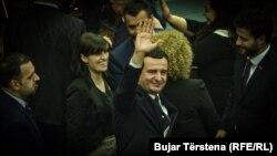 Noul prim-ministru al Kosovo, Albin Kurti, după votul din Parlamentul de la Priștina