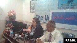 الإعلامية والكاتبة سعاد الجزائري تلقي كلمتها في ملتقى الخميس الإبداعي 13 أيار 2010