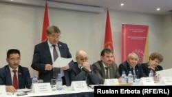 Члены Коммунистической народной партии Казахстана (КНПК) на съезде. Астана, 2 февраля 2016 года.