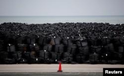 Мешки с почвой, зараженной после катастрофы на АЭС Фукусима