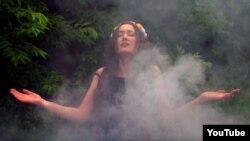 Співачка LinA у кліпі до пісні «Я не хочу»