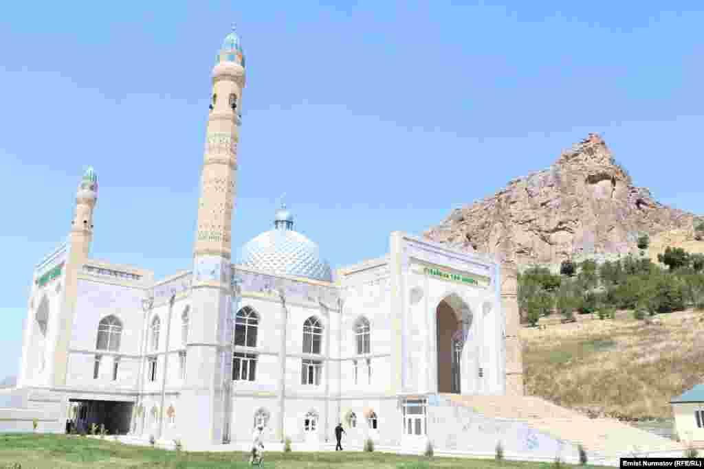 Муфтия КР прогнали из центральной мечети Оша во время пятничного намаза, 22 июня
