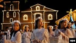 Католики в филиппинской столице Маниле провели мессу в честь воскресения Иисуса Христа, 2016 год