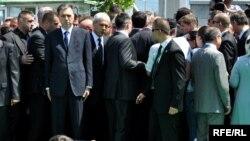 Zvaničnici na ukopu 775 žrtava genocida u Srebrenici, 11. jul 2010. Foto: Midhat Poturović