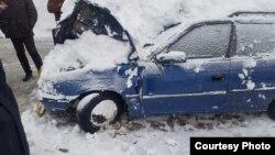 Спасатели освободили из снежного плена еще одну автомашину