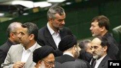 هنوز وزارت کشور يا دفتر رياست جمهوری ایران به اين اقدام اعتراضی نمايندگان مردم در مجلس، واکنشی نشان نداده اند.