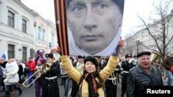 Россия фуқаролиги беришни соддалаштириш лойиҳаси Путиннинг империявий амбициялари очиқ тус ола бошлаган даврда эълон қилинди.