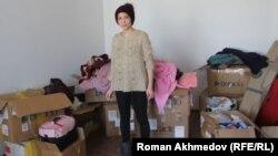 Светлана Назарова стоит посреди коробок с вещами в новой квартире. Алматы, 25 января 2017 года