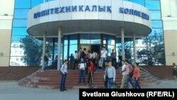 Здание Политехнического колледжа. Астана, 5 сентября 2013 года.