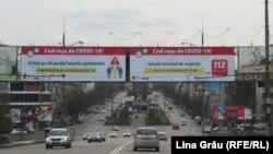 Panou informativpe străzile din Chișinău, după decretarea stării de urgență în legătură cu extinderea epidemiei de coronavirus, imagine de arhivă