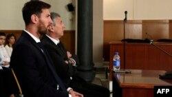Messi dhe babai i tij në gjykatë.