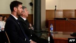 Лионель и Хорхе Месси в суде.