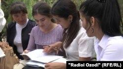 Many Uzbek students study in Tajikistan.