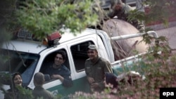به گزارش خبرگزاری ایسنا در درگیری میان افراد مسلح و نیروهای انتظامی در پست ایست و بازرسی در نزدیکی اورژلانس روانسر رخ داده است