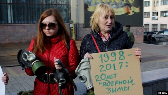 """Участницы """"противодымного"""" пикета"""