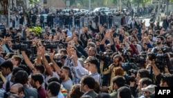 Протести поради апсењето на ко-градоначалниците на Дијарбакир на 27 октомври 2016