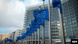 Drapelele UE în faţa Comisiei Europene la Bruxelles
