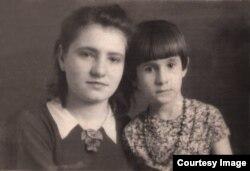 Тоня и её младшая сестра Тамара
