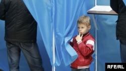 Ukraine -- banner election, Kyiv 29Oct2012