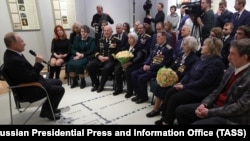 """Владимир Путин на встрече с ветеранами обещает """"заткнуть поганые рты документами"""". 18 января 2020 года"""