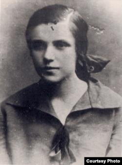 Ларыса Геніюш – вучаніца Ваўкавыскай польскай гімназіі. 1928 год