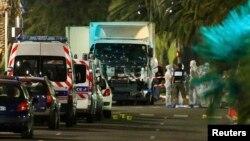 В районе французского города Ницца, где в четверг поздно вечером был совершен масштабный теракт. 15 июля 2016 года.